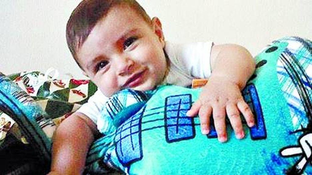 Un bebé de siete meses recupera la audición gracias a un implante inédito
