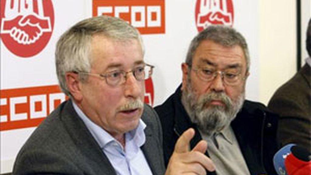 Los secretarios generales de CCOO, Ignacio Fernández Toxo y de UGT, Cándido Méndez durante una rueda de prensa. Foto: Archivo.