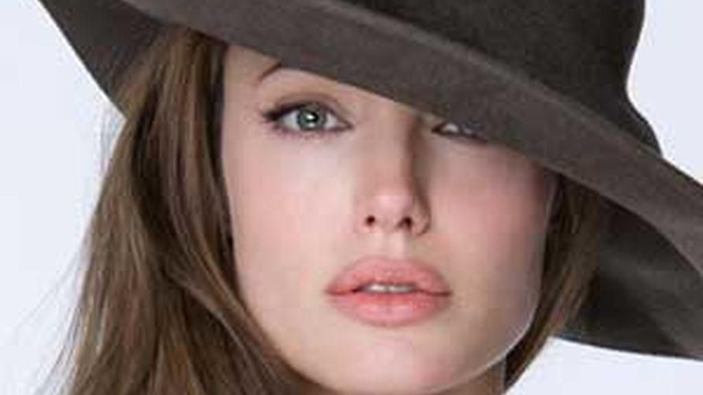 Angelina Jolie, en una de las imágenes que ilustrarán la entrevista en Parade.