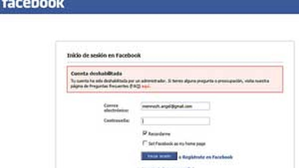 Aviso de cuenta deshabilitada en la página de inicio de Facebook. Imagen de archivo.
