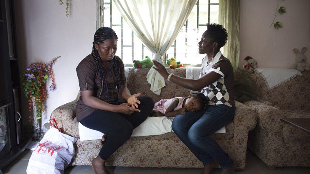 Supervivientes camerunesas del planchado de pecho