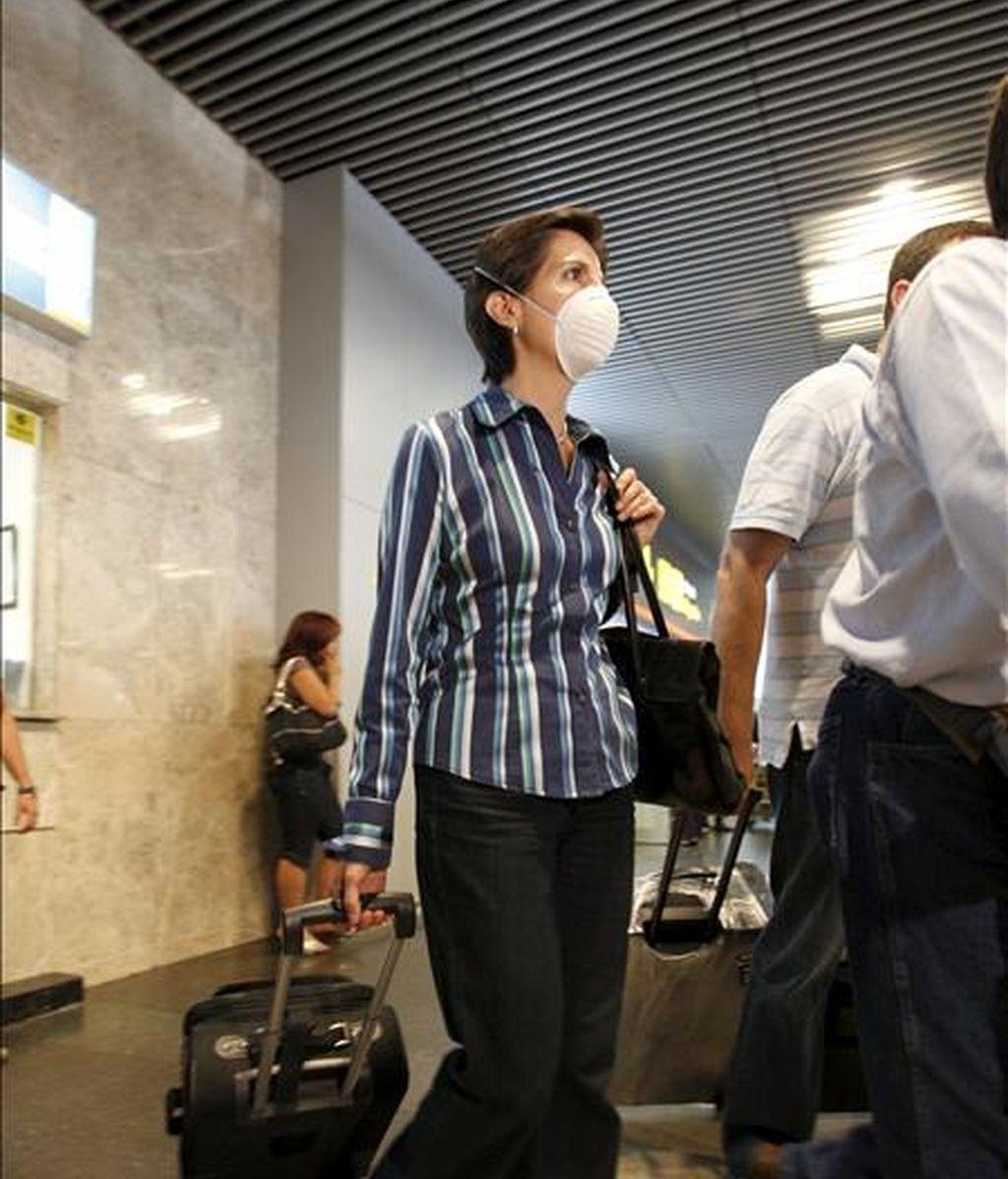 Los turistas españoles del crucero de Pullmantur, donde se detectaron varios casos de gripe A, han llegado a mediodía de hoy al aeropuerto de Madrid-Barajas, y han manifestado su malestar e indignación por lo sucedido, especialmente por la falta de información a la que, afirman, han estado sometidos. EFE