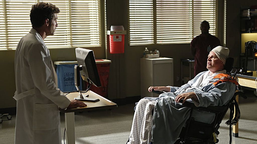 Derek descubre que su paciente, un tetrapléjico llamado Mickey, tiene un tumor
