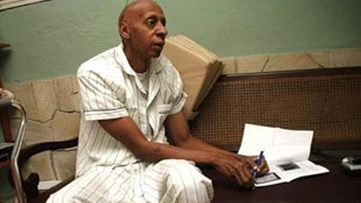 Guillermo Fariñas, en huelga de hambre por la liberación de los presos políticos enfermos, en una imagen de archivo.