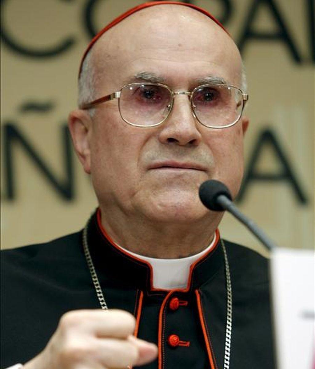 El secretario de Estado del Vaticano, el cardenal Tarcisio Bertone, insistió además en que la Iglesia Católica nunca ha ordenado ocultar los casos de abusos o frenar las investigaciones. EFE/Archivo