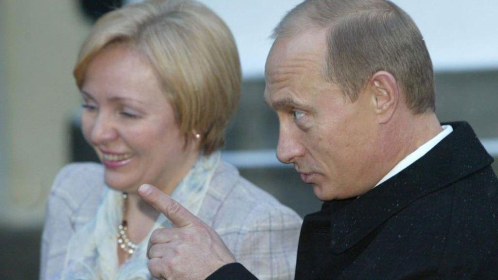 Vladimir Putin y Ludmila Putina se divorcian