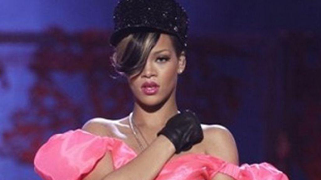 Rihanna sufrió una lesión en la costilla. Foto: AP/Archivo