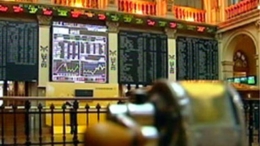 El Ibex 35 amplía sus ganancias  hasta el 3% a media sesión animado por la banca