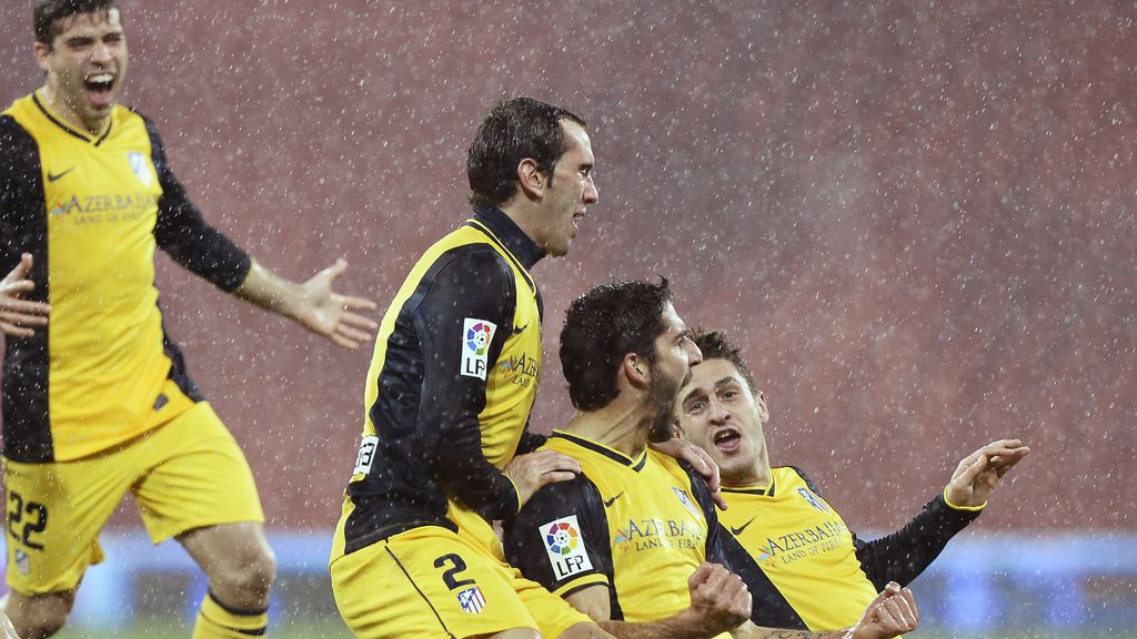 Raúl García celebra su gol ante el Athletic