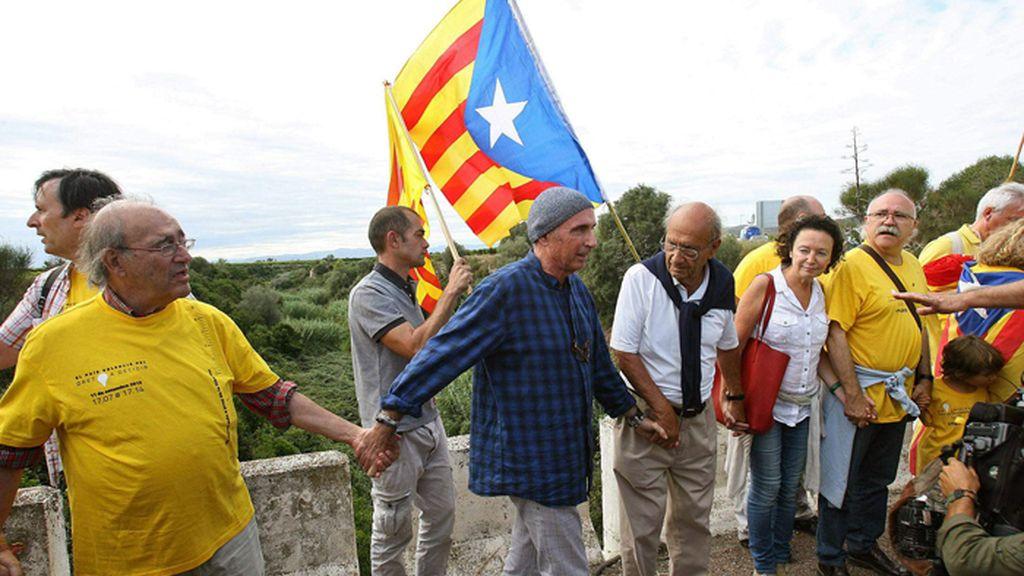 Músicos como Lluis Llac o políticos como Carod Rovira, en la Vía Catalana