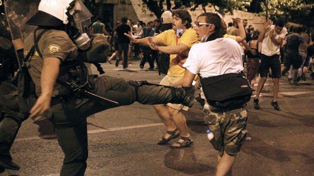 La concentración de los 'indignados' acaba en graves disturbios