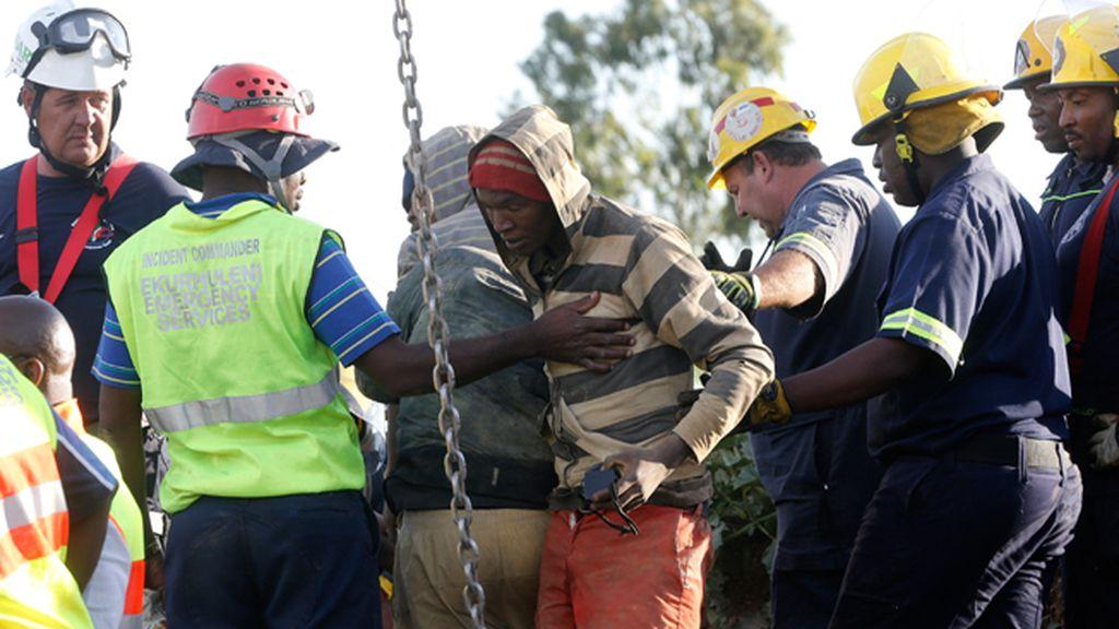 Rescatados los primeros once mineros atrapados en Benoni