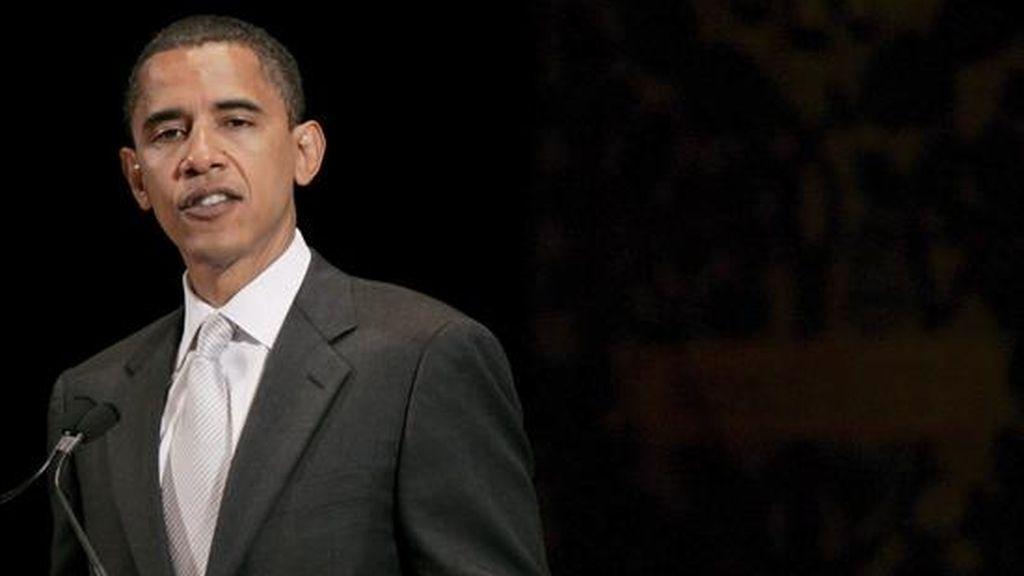 Según un sondeo de opinión divulgado hoy,  Obama ocupa el primer lugar de popularidad con 70 por ciento de aceptación entre las personas encuestadas. EFE/Archivo