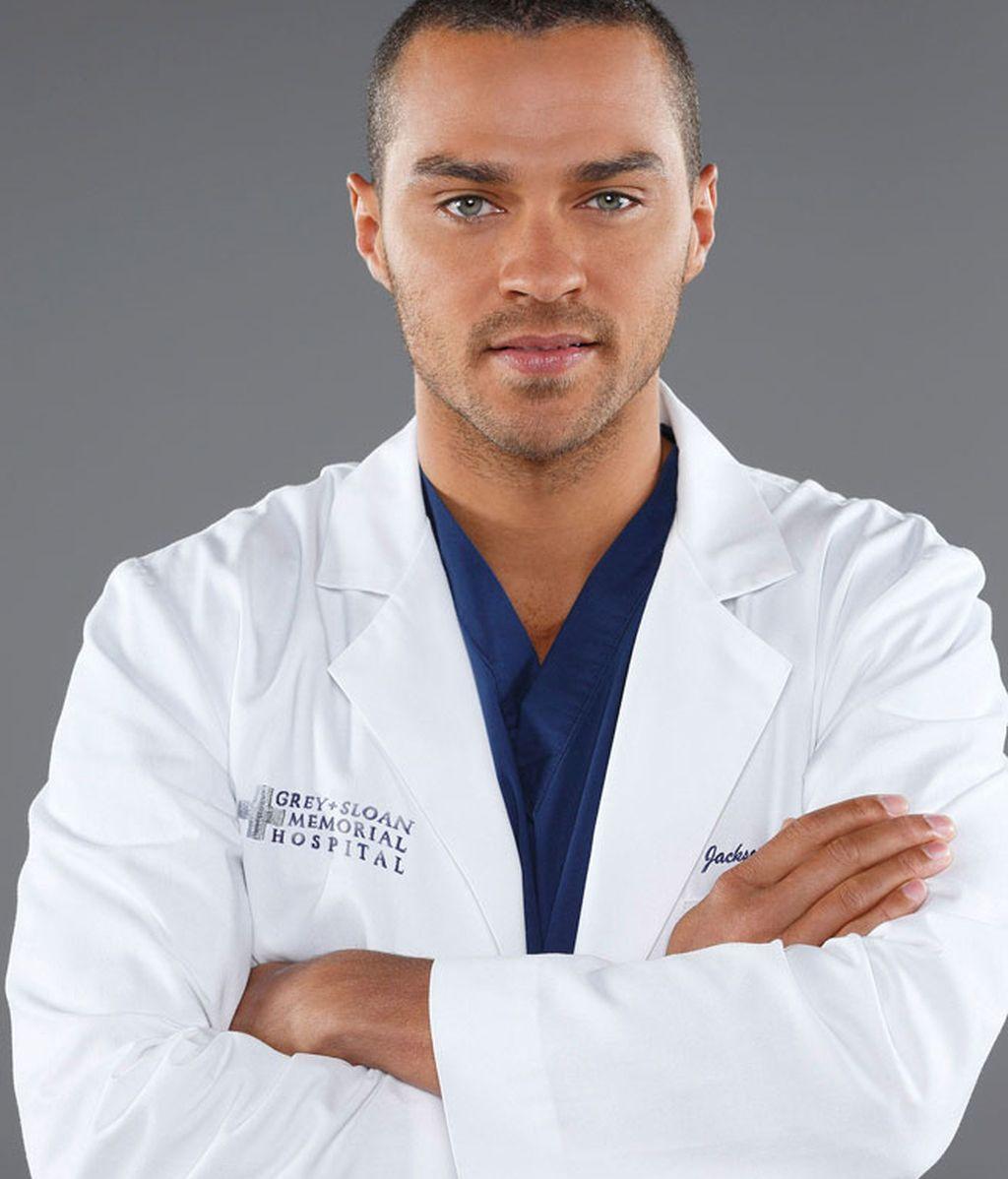 Jesse Williams interpreta al cirujano plástico Jackson Avery