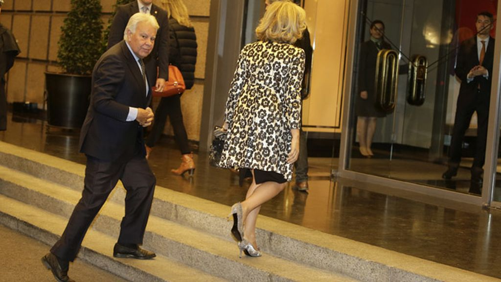Felipe González y María del Mar García Vaquero en la celebración del cumpleaños de Mario Vargas Llosa