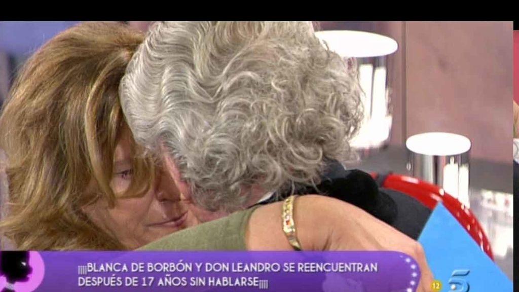 El abrazo de Leandro de Borbón y su hija, tras 17 años