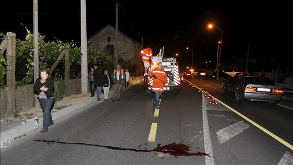 Un hombre de 36 años resultó muerto esta madrugada al ser atropellado por un turismo, un Volkswagen Golf, en el kilómetro 1,2 de la carretera PO-548, en el municipio pontevedrés de Valga. EFE