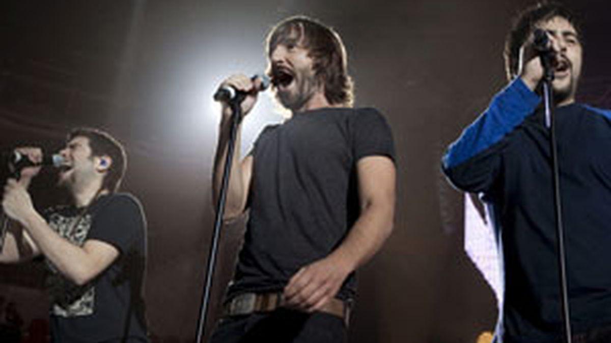Estopa y Santi Millán durante el concierto en Madrid. Foto:EFE