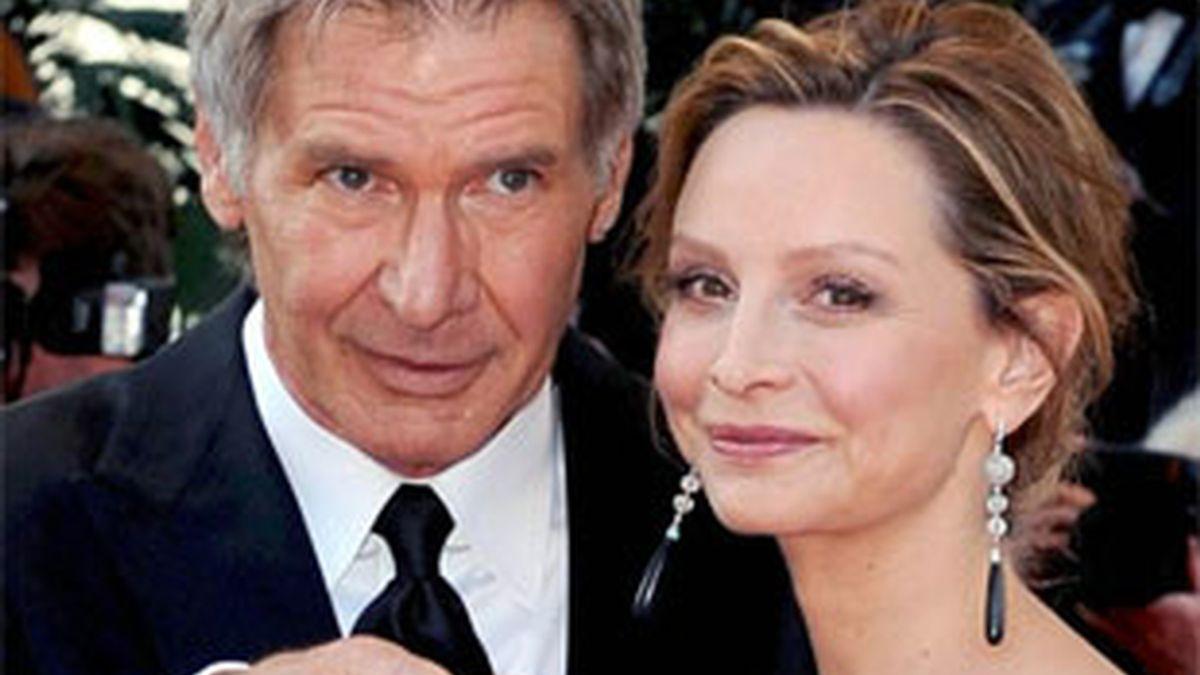 La diferencia de edad entre el actor Harrison Ford y la actriz Calista Flockhart es de 22 años. Foto: EFE.