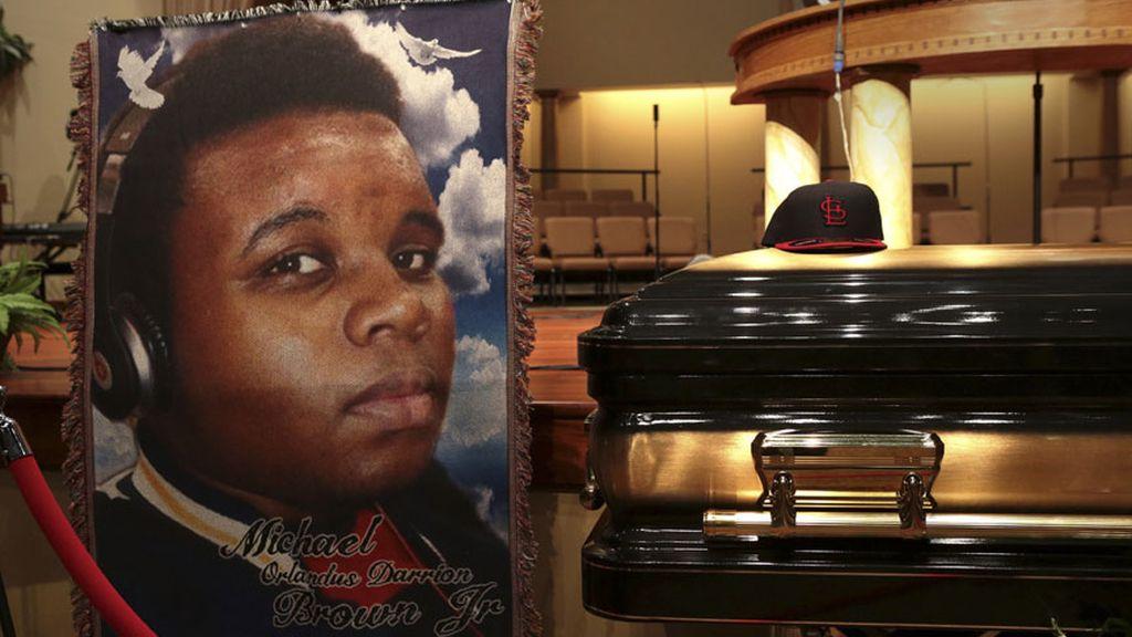 Miles de personas asisten al funeral de Michael Brown en Saint Louis
