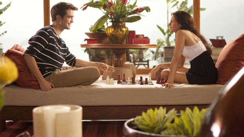 Alejados de todo, la pareja disfruta de su mutua compañía