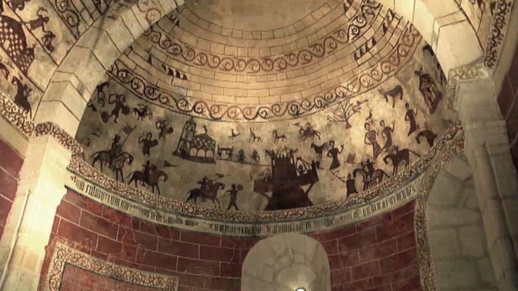 Extrañas pinturas que adornan el templo de Alaiza