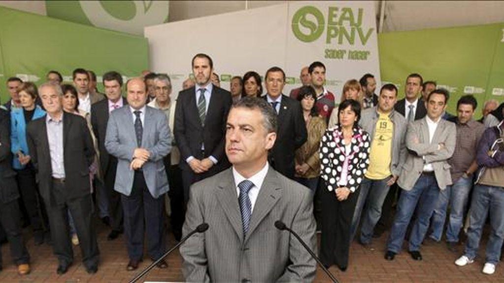 El presidente del PNV, Iñigo Urkullu (c), esta semana junto a los candidatos al ayuntamiento de Sestao (Vizcaya) y a las Juntas Generales. EFE/Archivo