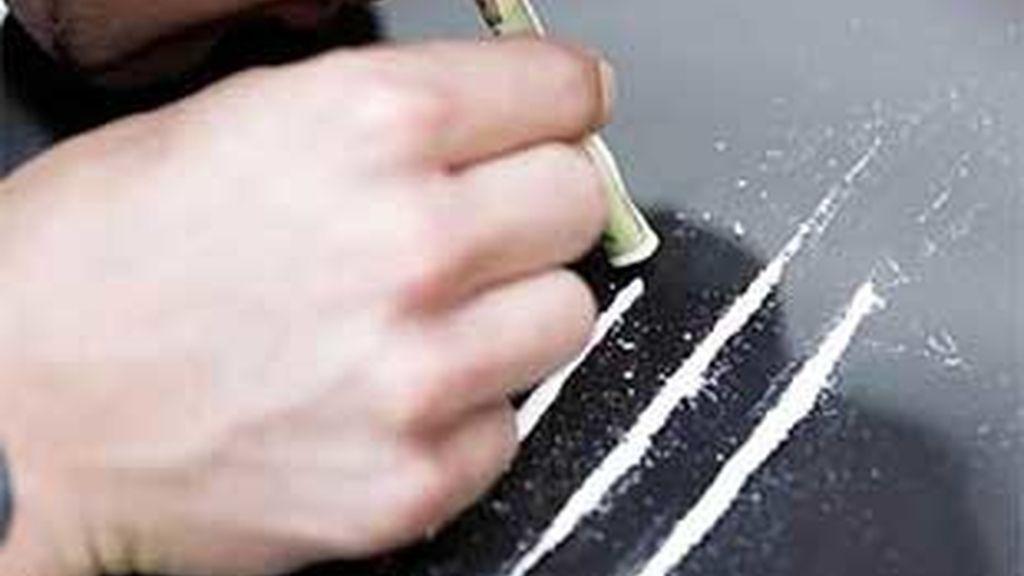 En España se mueve al consumen al año 36 toneladas de droga, de las que 21 toneladas son de cocaína. Vídeo: Informativos Telecinco