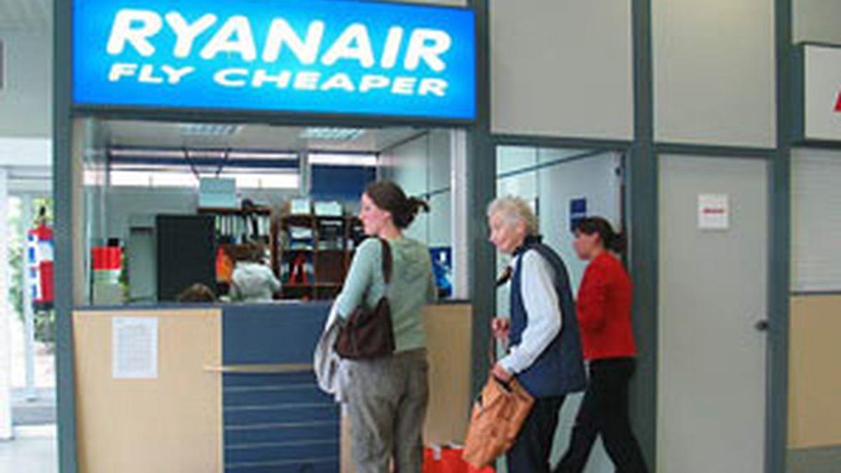 Un mostrador de Ryanair, en una imagen de archivo. Foto: EFE