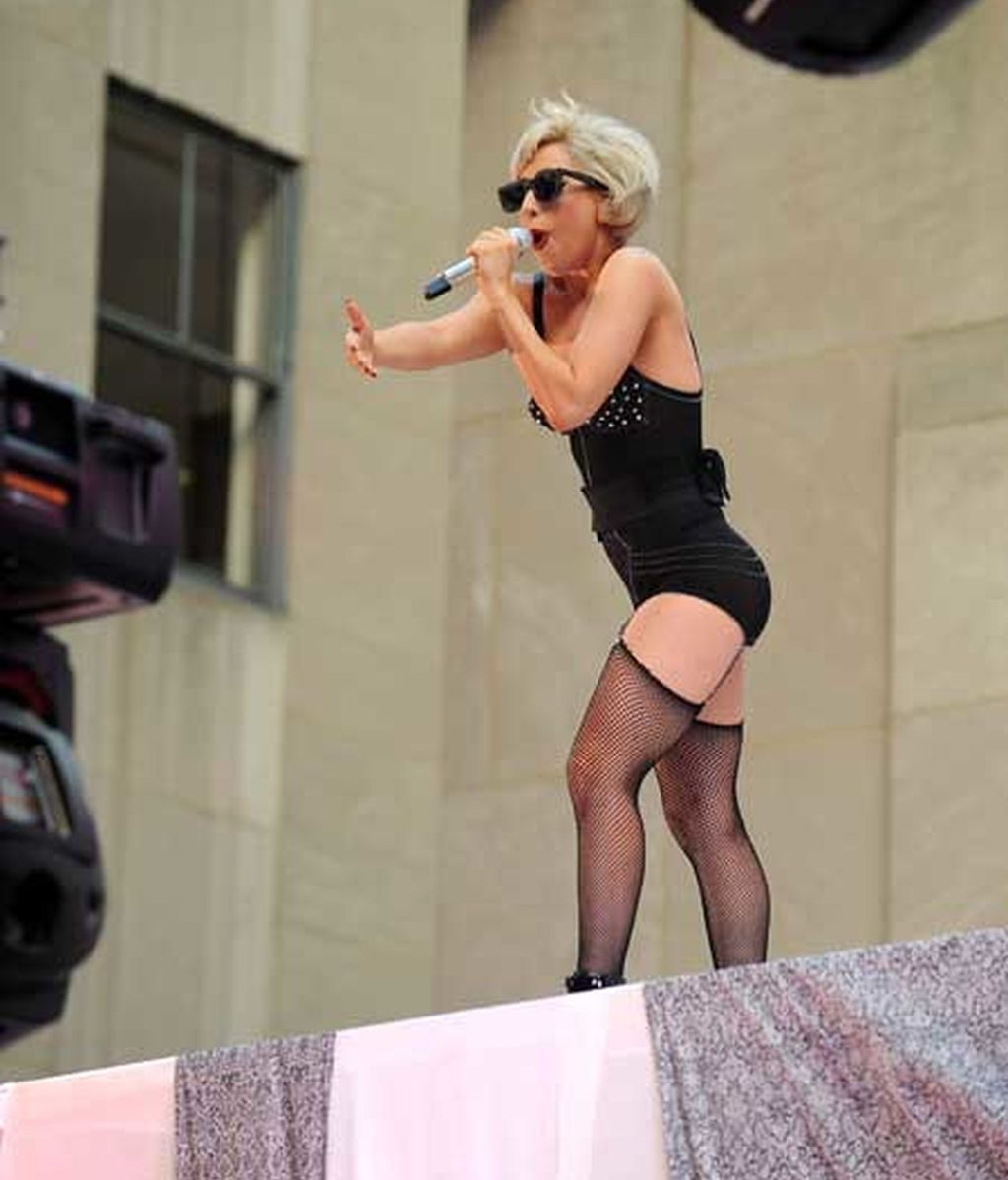 Lady Gaga, baño de masas