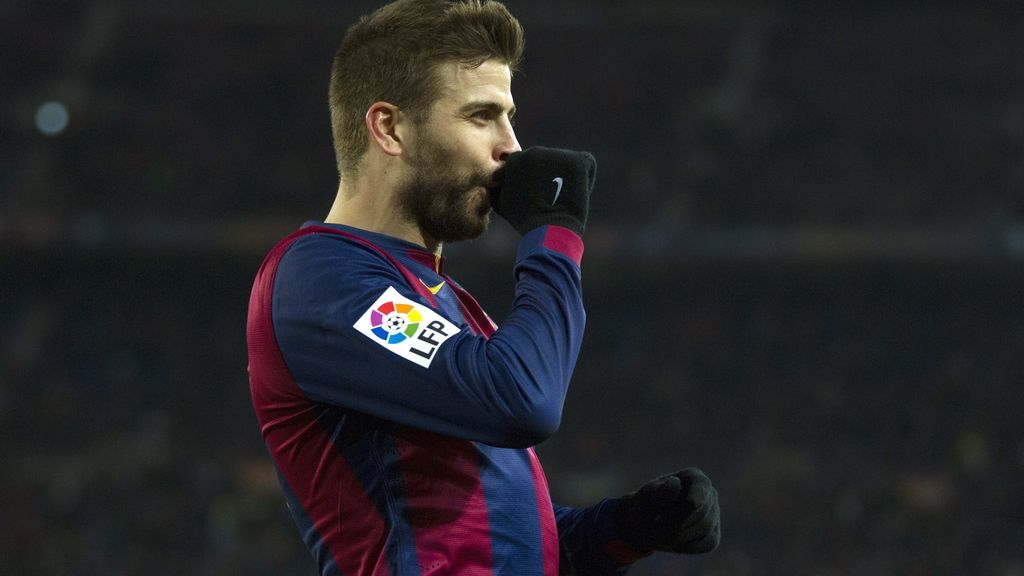 El defensa del FC Barcelona Gerard Piqué celebra el gol marcado al Villarreal