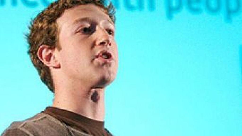 Mark Zuckerberg, que quiso imponer una política de privacidad poco respetuosa a los usuarios de Facebook, ahora exige respeto a su vida privada.