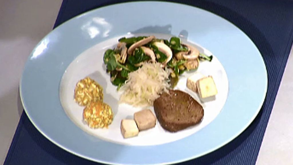 Ensalada de lentejas, berros y alga dulse con albóndigas de amaranto y tofu