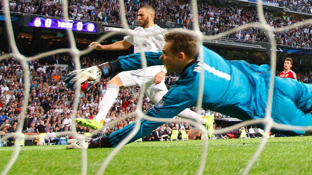 Karim Benzema marca el portero del Bayern de Munich, Manuel Neuer