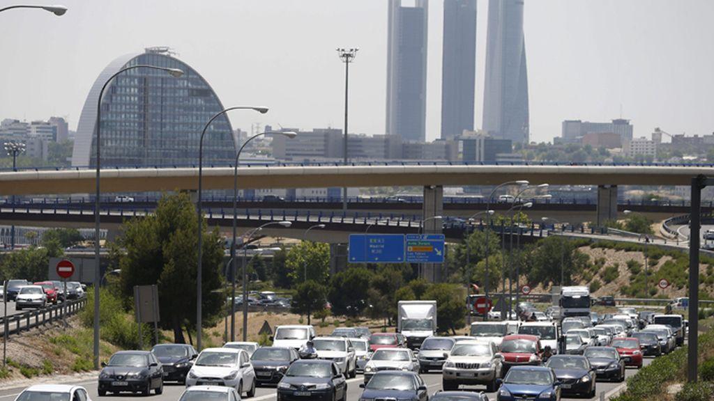 La primera gran salida del verano comienza con más radares en las vías de Madrid