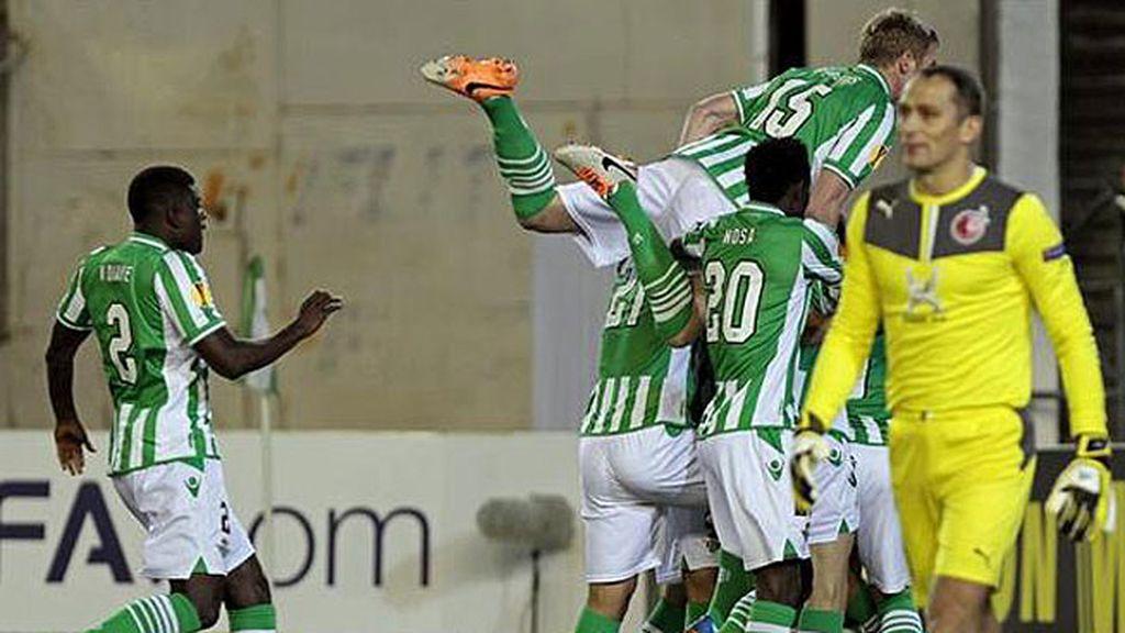 El Betis celebra su gol ante el Rubin Kazan.