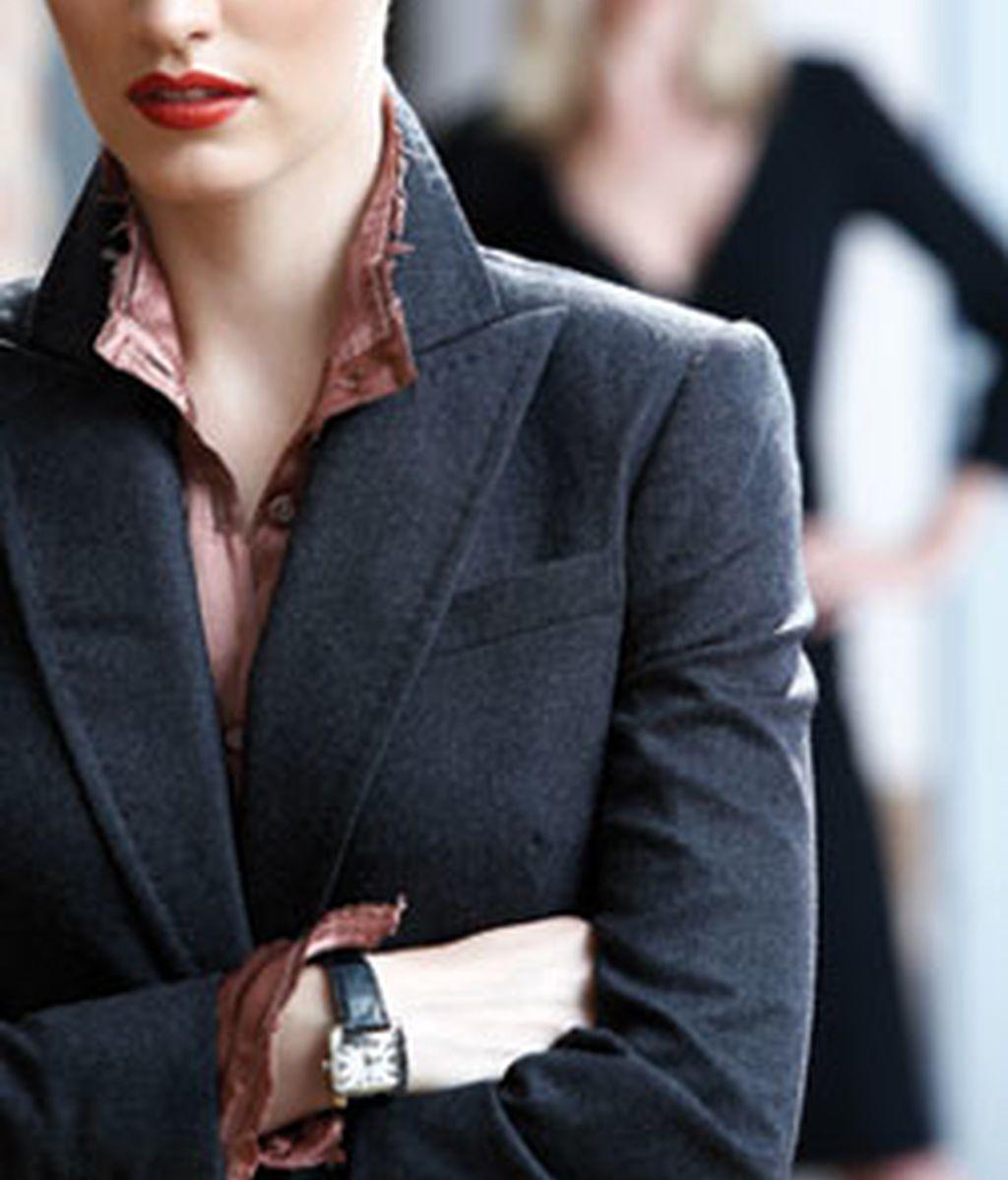 Las féminas que ocupan puestos de alta dirección trabajan en empresas de gran tamaño, con contrato indefinido y a tiempo completo.