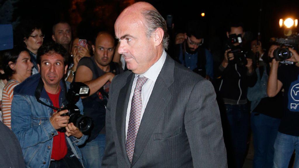 Luis de Guindos, ministro de Economía, dio el pésame a la familia