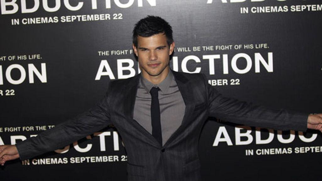 Taylor Lautner enloquece a sus fans