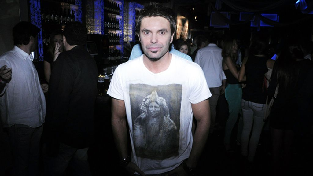 """El cantante Robert Ramírez quiso apoyar a Katia Aveiro en la presentación de """"Boom sem parar"""""""
