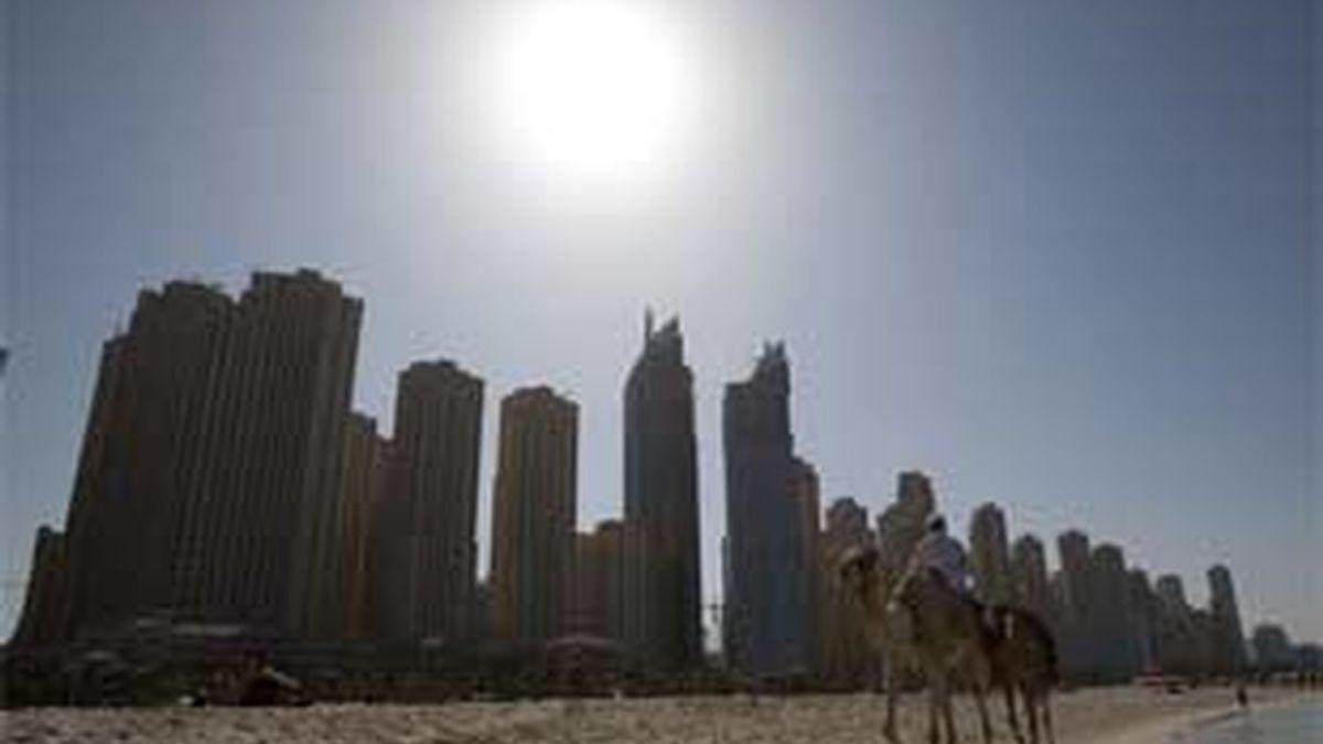 Las acciones de la Bolsa de Dubái registraron una severa corrección del 7,3% al cierre de la sesión, la mayor caída desde octubre de 2008. FOTO: EFE