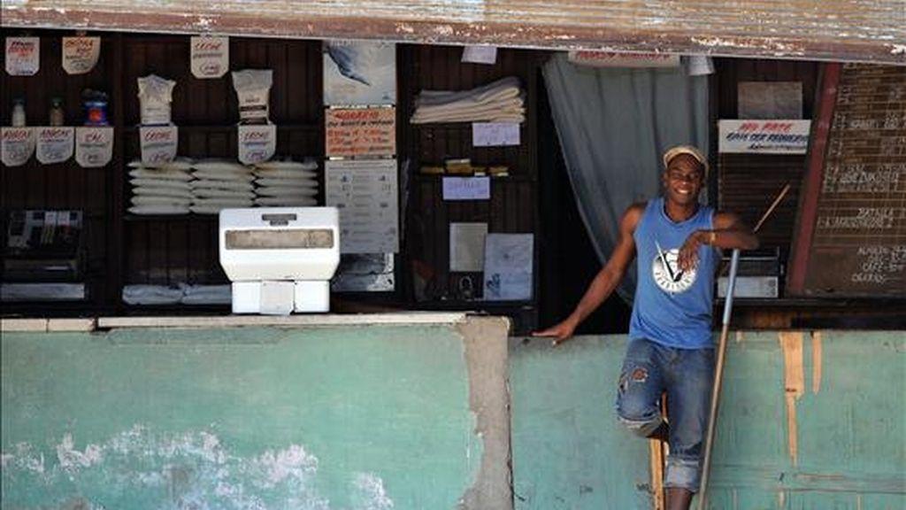 Las restricciones al consumo de energía, aplicadas desde el 1 de junio, han ahorrado a Cuba el equivalente a 18.296 toneladas de combustibles, según datos oficiales. EFE/Archivo