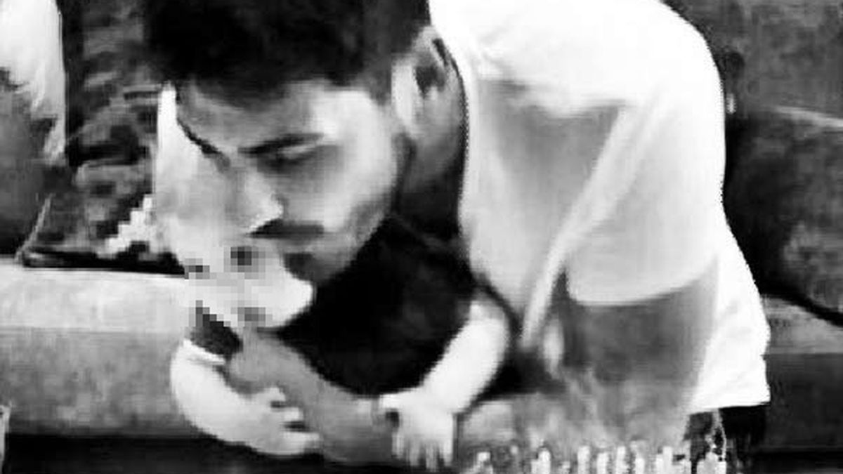Casillas sopla las velas con su hijo Martín