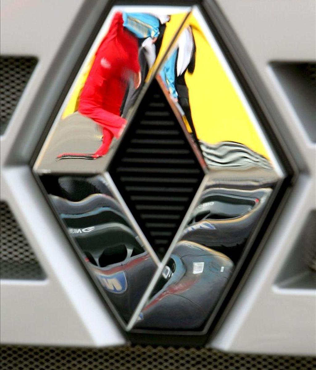 Dos de los tres directivos del constructor Renault sospechosos de espionaje industrial tenían sendas cuentas bancarias en Liechtenstein y en Suiza, con 130.000 euros y 500.000 euros respectivamente, ingresados por una empresa china con sede en Pekín, según informa en su página web el diario Le Figaro. EFE/Archivo