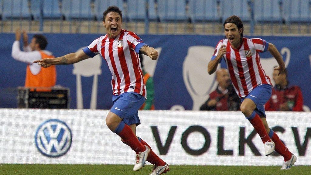 El jugador uruguayo del Atlético de Madrid Cristian Rodríguez celebra tras marcar ante el Viktoria Plzen