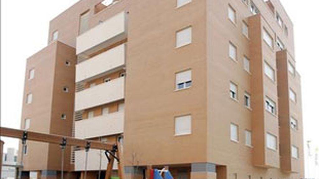 El precio por metro cuadrado se ha situado en 2.156 euros, con lo que sitúa en niveles de 2004. Foto: EFE.