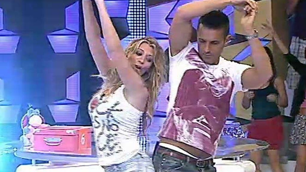 Jesús y  Rocío bailan El Pollito