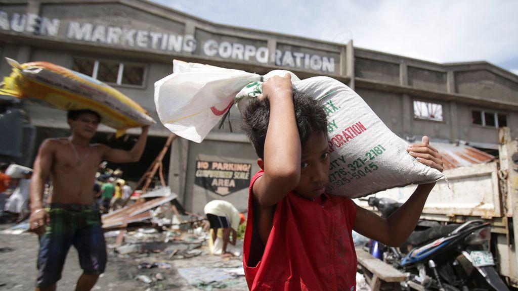 Comienza a llegar la ayuda a Filipinas