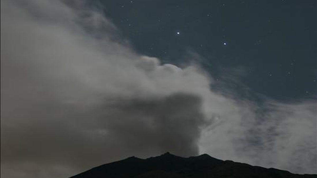 Vista del 14 de marzo de 2009 del volcán Galeras, que hizo erupción hoy sin que se hayan reportado, de momento, víctimas o daños materiales. EFE/Archivo