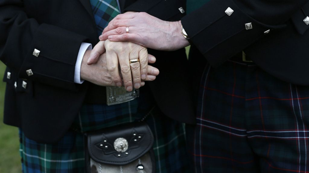 Escocia da luz verde a los matrimonios homosexuales